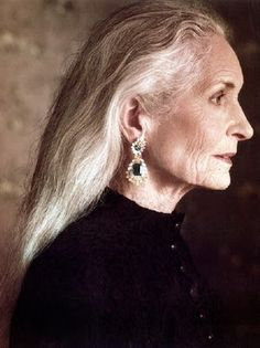 Model Daphne Selfe Oldest supermodel: Botox is 'a waste of money' An ageless beauty. Daphne Selfe, has been gracing magazine pages and runways since the Beautiful Old Woman, Beautiful People, Daphne Selfe, Drop Dead Gorgeous, Advanced Style, Ageless Beauty, Aging Gracefully, Grey Hair, Silver Hair