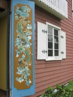 Norwegian Rosemaling....I have a book, now I need to sit down with paint and brushes and learn....