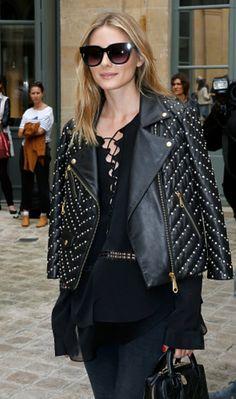 Olivia Palermo arrasa em mais um look incrível!✨ Desta vez, ela mostra como ficar muito fashion toda de preto. Adorei!♥ #oliviapalermo #creative #fashion #style #totalblack
