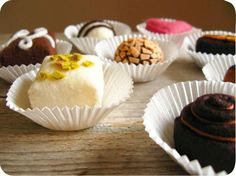 Etsy の Felt Food Sweetheart Chocolates by milkfly