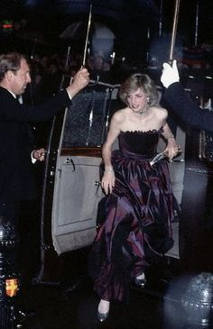 December 1982, London, England, UK --- The Princess of Wales arrives at the film premiere of E.T . --- Image by © Bob Thomas/CORBIS