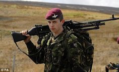 Killed in action: Private Joe Whittaker Military Beret, Military Love, Military Photos, British Army Uniform, British Soldier, Parachute Regiment, Falklands War, British Armed Forces, Killed In Action
