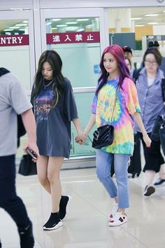 Your source of news on YG's current biggest girl group, BLACKPINK! Please do not edit or remove the. Kpop Outfits, Korean Outfits, Casual Outfits, Cute Outfits, Blackpink Fashion, Korean Fashion, Fashion Outfits, Blackpink Jisoo, Airport Fashion Kpop