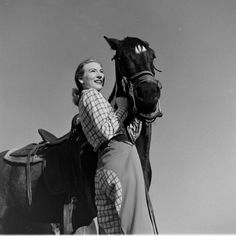 Here's a collection of rarely seen photographs of American cowgirls taken by LIFE photographers Nina Leen, Peter Stackpole and Cornell Capa. Cowboy Theme, Cowboy And Cowgirl, Cowgirl Style, Cowgirl Fashion, Cowboy Baby, Western Style, Vintage Western Wear, Vintage Cowgirl, Vintage Country