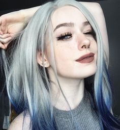 87 unique ombre hair color ideas to rock in 2018 - Hairstyles Trends Silver Blue Hair, Brown Ombre Hair, Ombre Hair Color, Hair Colors, Blue Ombre, Hairstyles With Bangs, Pretty Hairstyles, Bangs Hairstyle, Green Hair