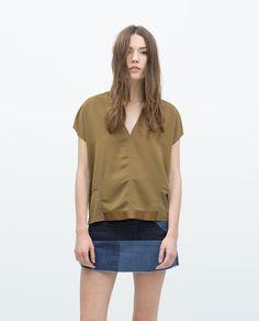 Image 1 de T-SHIRT À COL ENV AVEC RUBANS de Zara