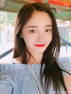 Jieqiong with no eye make up is something Kpop Girl Groups, Korean Girl Groups, Kpop Girls, Pledis Girlz, Pre Debut, Cosmic Girls, She Was Beautiful, Ioi, Eye Make Up