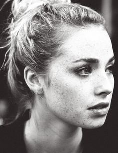 This girl reminds me of so much, blonde hair and covered in freckles and even the mouth! Freya Mavor #Freya #Mavor