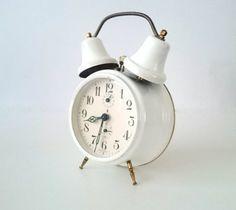 Vintage Duitse wekker van Jerger met dubbele bel door RVHills, €28.99