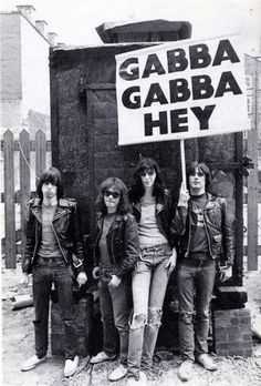 These guys were the early Punk musical heroes of many a teenage youth here in the UK.P The Ramones, at Eric's, Liverpool, photo by Ian Dickson May 1977 Joey Ramone, Ramones, New Wave, Punk Rock, Rock And Roll, Historia Do Rock, Musica Country, Estilo Cholo, Gabba Gabba