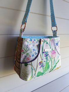 The Chapel St Shoulder Bag Pattern Diy Bags Patterns, Purse Patterns, Patchwork Bags, Quilted Bag, Diy Bag Designs, Denim Tote Bags, Tote Bags Handmade, Craft Bags, Simple Bags