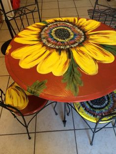 Sunflower table and four chairs por BredenCreations en Etsy Funky Painted Furniture, Painted Chairs, Refurbished Furniture, Art Furniture, Repurposed Furniture, Furniture Projects, Rustic Furniture, Furniture Makeover, Painted Picnic Tables