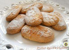 Biscotti rustici da colazione senza ammoniaca, genuini e fragranti si mantengono per giorni in un contenitore. Provateli ai vostri bambini piaceranno tanto. Italian Cookie Recipes, Italian Cookies, Italian Desserts, Almond Paste Cookies, Nutella, Healthy Biscuits, Biscotti Cookies, Guacamole Recipe, Xmas Food