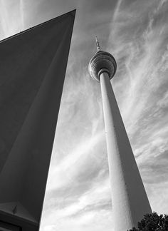 Tourists and locals alike will delight in a new map which tracks Berlin's modernist architecture across the city. Published by Blue Crow Media in collaboration with journalist and film-maker Matthew Tempest and photographer Simon Phipps, the map shines...