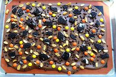 Graham Cracker Bark by The Pioneer Woman (made nut & dairy free of course!) Oreos, graham crackers, pretzels, and enjoy life chocolate - YUM! Halloween Bark, Halloween Sweets, Halloween Cakes, Holiday Treats, Holiday Recipes, Food Network Recipes, Cooking Recipes, Pioneer Woman Recipes, Chocolate Bark