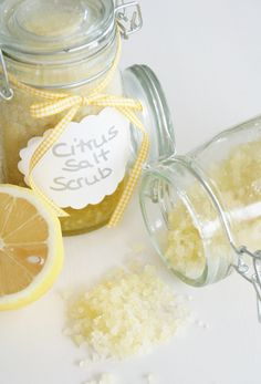 Save Cash Living From Paycheck to Paycheck Yes,saving money is difficult when you live from paycheck to paycheck. All of us have daily expenses. Diy Body Scrub, Diy Scrub, Body Peeling, Lemon Body Scrubs, Salt Scrub Recipe, Diy Christmas Presents, Homemade Cosmetics, Makeup For Green Eyes, Diy Beauty