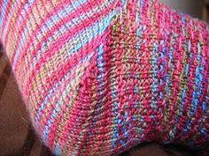 Hoe brei ik de hiel van mijn sok? Wat zijn de voor- en nadelen van de verschillende hielen? Lees het hier! Diy Knitting Socks, Knitted Hats, Crochet Stitches, Knit Crochet, Knit Stockings, Creative Inspiration, Sewing, Pattern, Accessories