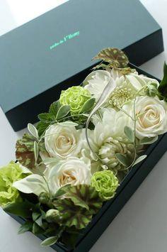 Flower Box Gift, Flower Boxes, Deco Floral, Arte Floral, Green Flowers, Beautiful Flowers, Bouquet Box, Modern Floral Design, Modern Flower Arrangements