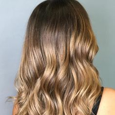 13 Glowing Golden Brown Hair Ideas & Formulas | Wella Professionals Sandy Blonde Hair, Cool Blonde Hair, Golden Blonde Hair, Brown Balayage, Balayage Brunette, Brunette Hair, Blonde Hair Images, Brown Hair Images, Light Golden Brown Hair