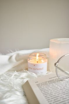 Cream Aesthetic, Book Aesthetic, Aesthetic Photo, Aesthetic Pictures, Photo Bougie, Image Bougie, Story Instagram, 2 Instagram, Candle Jars