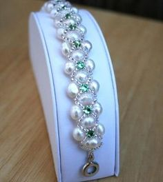 Freshwater Pearl tutorial http://lc.pandahall.com/articles/1195-how-to-make-a-woven-pearl-bracelet-with-seed-beads-full-tutorial-with-photos.html!