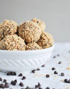 Healthy: Quick   Easy No Bake Oatmeal Peanut Butter Bites I howsweeteats.com @Jan Howard sweet eats
