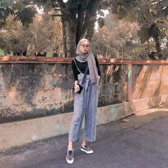 Discover recipes, home ideas, style inspiration and other ideas to try. Hijab Fashion Summer, Modern Hijab Fashion, Street Hijab Fashion, Hijab Fashion Inspiration, Muslim Fashion, Hijab Style, Casual Hijab Outfit, Hijab Chic, Casual Outfits