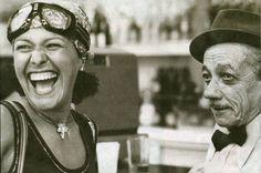 Elis Regina e Adoniran Barbosa em cena de um documentário de 1978.