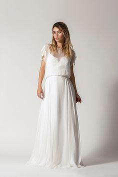 5cb8f2194a Przepiękna suknia ślubna z jedwabną spódnicą. Wierzchni top ma przepiękne  zdobienia na ramionach. Plecy