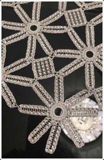 Crochet y strass Bead Crochet, Irish Crochet, Crochet Motif, Crochet Designs, Knitting Designs, Crochet Crafts, Baby Knitting Patterns, Lace Knitting, Crochet Patterns
