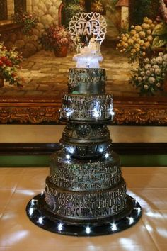 Star Wars wedding cake.. I would have loved to be at this wedding!: