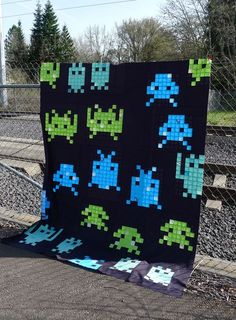 Space Invaders Quilt top on Oh, Fransson! - 8 bit games = amazing quilt tops and easy to do! pixels action FTW!
