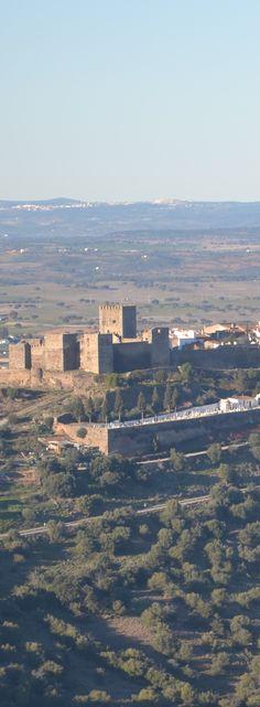 Conheça a vila medieval de Monsaraz http://viajarpelahistoria.com/alentejo-vila-medieval-monsaraz/