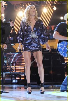 Carrie Underwood Legs, Carrie Underwood Pictures, Jennifer Love Hewitt Pics, Classic Singers, Cute Country Girl, Taylor Swift Hot, All American Girl, Stage Outfits, Female Singers