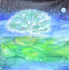 Moje Drzewo Mocy Moje Drzewo Mocy, 2013 Adriana Karima Rozmiar oryginału 100 x 100  Obraz powstał podczas podróży do Indii, gdzie inspiracją był temat wyraź się jako Drzewo. Tym obrazem pokazałam w jakim momencie życia jestem. Jest zmierzch ale drzewo jest pełne Życia, emanuje nim. Cisza i spokój  Jeśli rezonujesz z tym obrazem to znak, że potrzebujesz tej właśnie energii.  Oryginał w kolekcji prywatnej Dostępna reprodukcja Koloryduszy.com