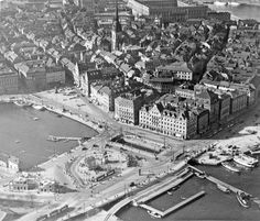 Stockholm, aerial photo over Slussen and Old Town, Amazingly, apart from Slussen (the water lock separating the lake Mälaren from the Baltic sea), most things have remained untouched. Baltic Sea, Stockholm Sweden, Old Pictures, Old Town, Paris Skyline, City Photo, Photographs, Photos, Black And White