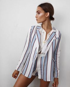 "14.4 mil curtidas, 160 comentários - Alicia Roddy (@lissyroddyy) no Instagram: ""A little striped spring suit """