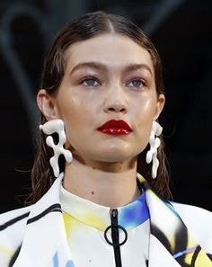 Gigi Hadid in Sculptural Earrings by Off-White Earring Trends, Jewelry Trends, Evil Eye Necklace, Collar Necklace, Gigi Hadid, Turquoise Eyes, Cat Eye Makeup, Celebrity Jewelry, Evil Eye Pendant