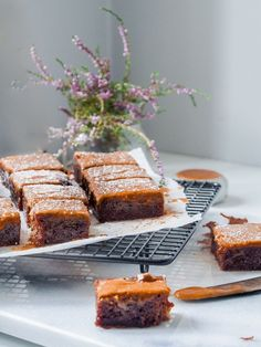 vegaaniset mokkapalat Tray Bake Recipes, No Bake Desserts, Cake Bars, Vegan Cake, Some Recipe, Desert Recipes, Tray Bakes, Vegan Recipes, Goodies