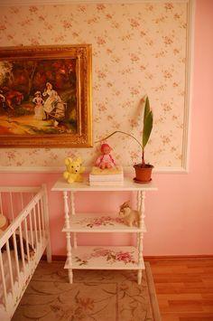 Etajera pictata pentru camera copilului realizata de Elizarte Timisoara