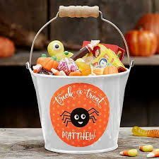 Halloween ideas and stuff for kids are board Books, games, and activities to entertain and educate kids during the spooky season! Halloween Books for Kids | Halloween Crafts | Halloween Snacks also we have Halloween-themed activities and crafts, educational resources, Halloween food, recipes, candy, and treats! Halloween Books For Kids, Halloween Buckets, Halloween Trick Or Treat, Halloween Snacks, Halloween Activities, Halloween Candy, Halloween Gifts, Halloween Themes, Halloween Parties