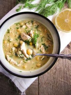 Soupe au poulet, au riz et au citron