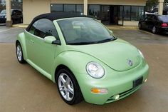 Example of Cyber Green paint on a 2005 Volkswagen VW Beetle convertible Volkswagen New Beetle, Beetle Car, Volkswagen Golf, Pretty Cars, Cute Cars, Vw Beetle Convertible, Bug Car, Best Muscle Cars, Living At Home