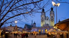 This is one of the most popular & picturesque Christmas markets in Trentino Alto Adige. The towns, that hosts these markets, are very closed to the ski areas, a good opportunity for the ski lovers to enjoy some winter activities during a winter stay.