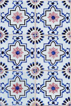 The Tiles of Lisbon Pedro Vilaverde Tile Patterns, Textures Patterns, Print Patterns, Tile Design, Pattern Design, Motifs Textiles, Spanish Tile, Spanish Pattern, Islamic Art