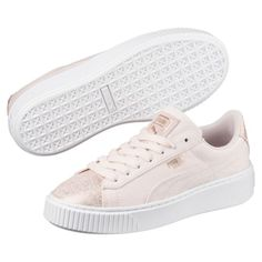 Shop women's shoes at PUMA. From running and training shoes to classic lifestyle sneakers, you'll find a pair for every occasion that's unapologetically you. Puma Suede Platform, Platform Sneakers, Puma Sneakers Suede, Shoes Sneakers, Puma Kids Shoes, Grunge, Stylish Watches, Trends, Dream Shoes