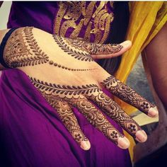 Here you will get the latest and beautiful collections of Mehndi designs for your marriage and engagement occasion. Find and get ideas for your wedding. Pretty Henna Designs, Indian Henna Designs, Hena Designs, Mehandhi Designs, Eid Mehndi Designs, Mehndi Patterns, Latest Mehndi Designs, Mehndi Designs For Hands, Henna Tattoo Designs
