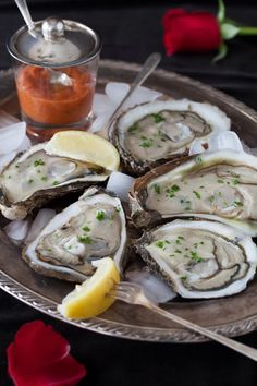 Oysters on Ice with Shallots, Red Wine Vinegar, and Lemon at Cooking Melangery