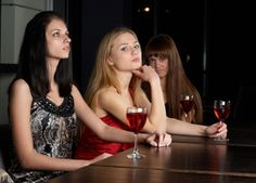 Is approaching groups of women more difficult than approaching women on their own?