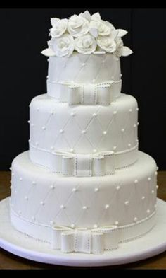 For those with a sweet tooth, selecting the perfect wedding cake for one's wedding can prove to be one of the favorite aspects of the wedding planning process. White Wedding Cakes, Elegant Wedding Cakes, Beautiful Wedding Cakes, Gorgeous Cakes, Wedding Cake Designs, Pretty Cakes, Amazing Cakes, Wedding White, Rose Bonbon